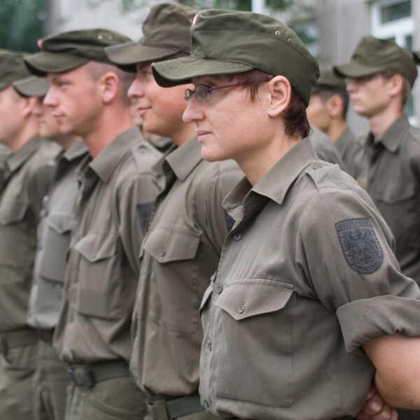03_berufe-im-dienst-der-sicherheit_leutnant_06
