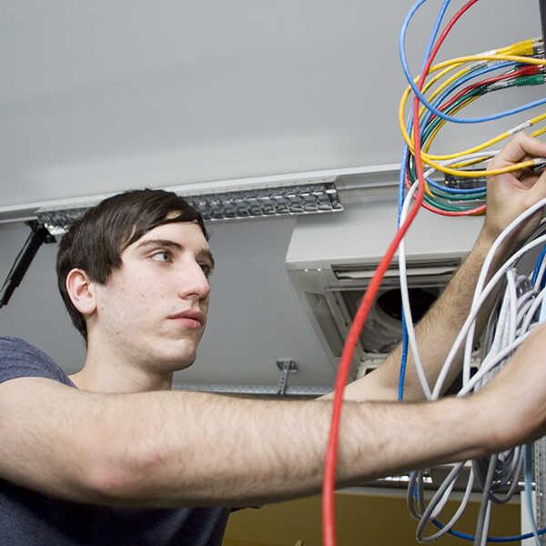 informatik_edv_informationstechnologie_elektronik_1